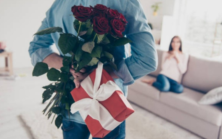 Подарок от мужчины цветы